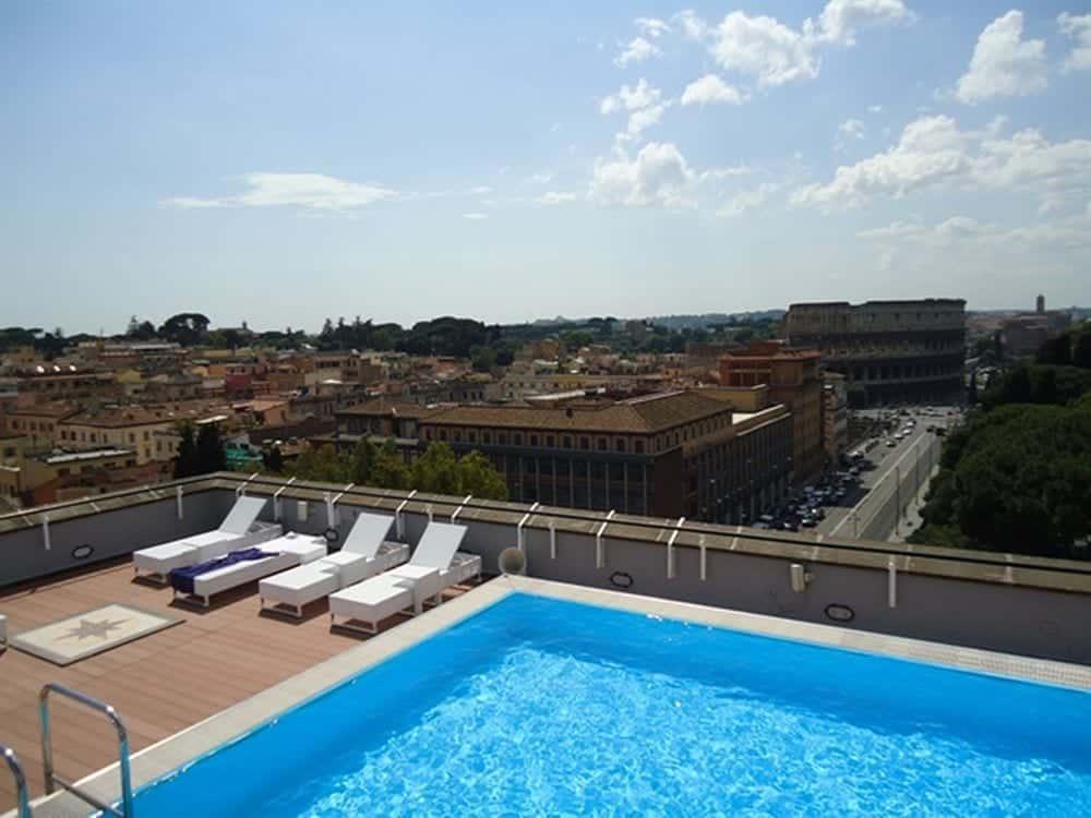 swimmingpool hotel rom