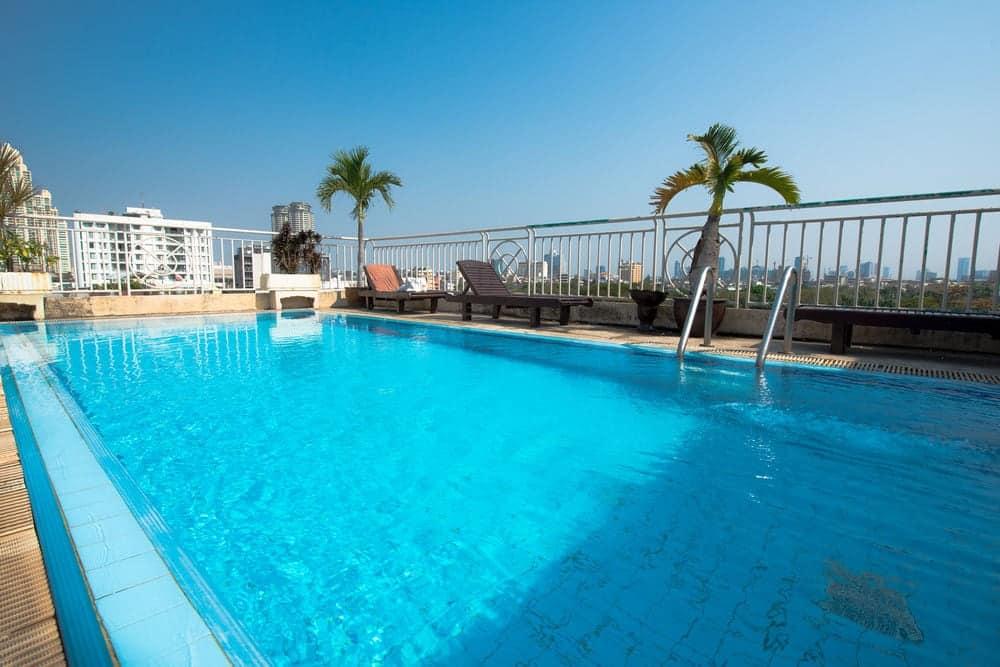 billigt hotel med pool