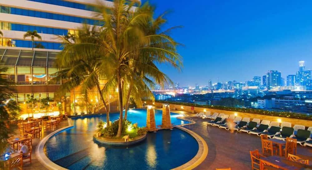pool hotel bangkok