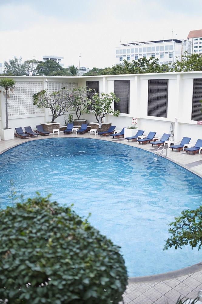 swimmingpool hotel bangkok