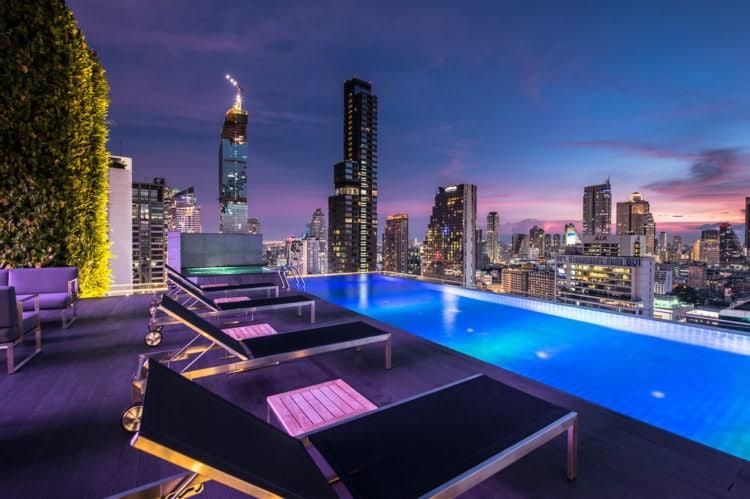 swimmingpool med udsigt bangkok
