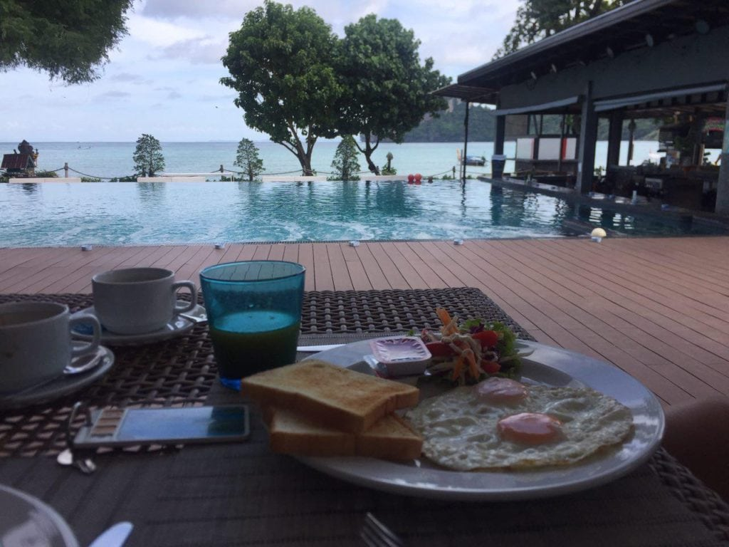 morgenmad hotel phi phi